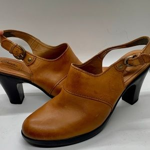 Clarks Leather Closed Toe Slingback Sandal - 8.5